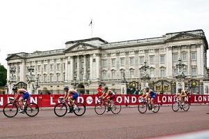 110908_London-Triathlon-Buckingham-Palace